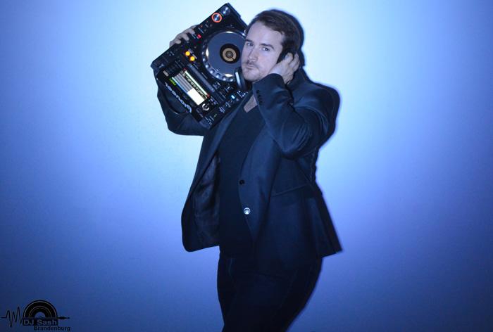 DJ Alt Tucheband